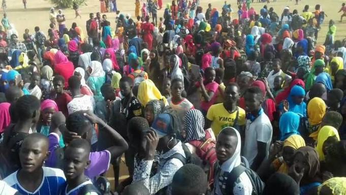Dondou élèves en Grève
